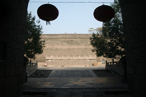 2011-11-18 - Xian - City wall - 06 - Entrance courtyard - Inwards