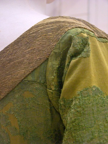 Mary of Burgundy's gown - shoulder seam - front closeup