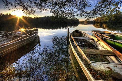 autumn sunset sun lake reflection fall contrast bayern bavaria boot mirror see boat sonnenuntergang herbst sonne kontrast spiegelung hdr reflektion 巴伐利亚 chiemgau 阳 alpenbildde
