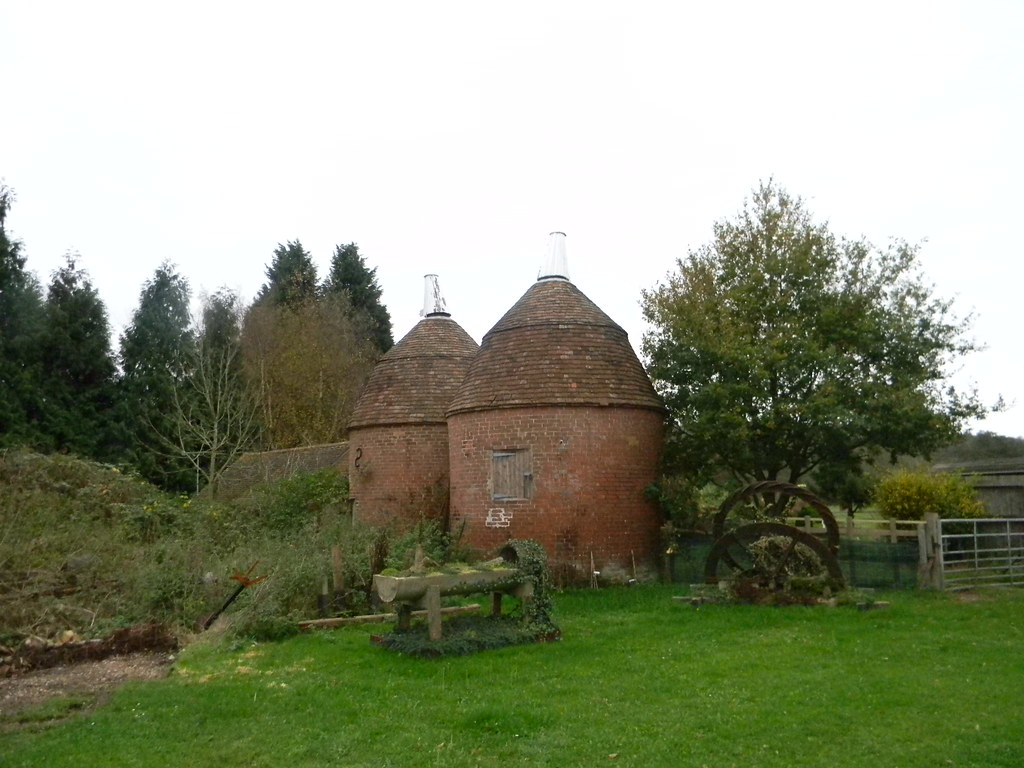 Old oasthouses Stonegate to Robertsbridge