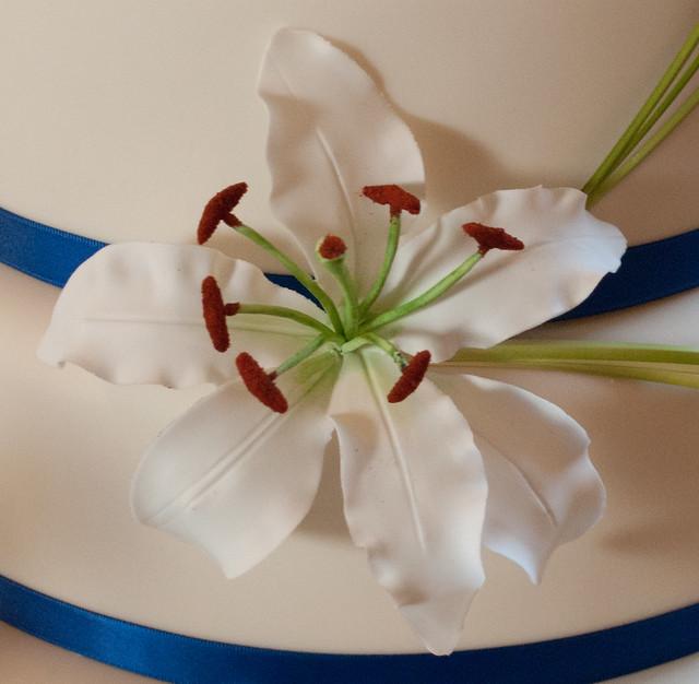 Oriental and Calla Lilies Wedding Cake Handmade sugar Oriental Lily