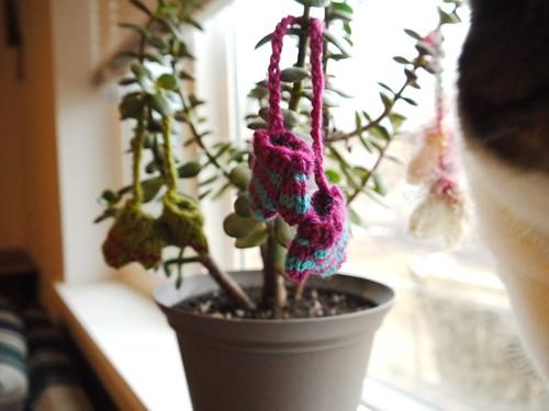 Tree mittens