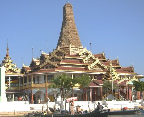 Inle-Phaung-Daw U (2)