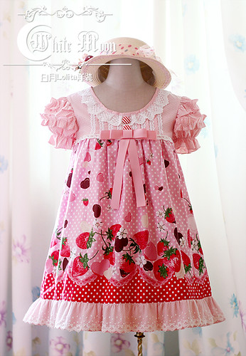 White_moon_pink_strawberry_chocolate_print_T_silhouette_lolita_dress_1