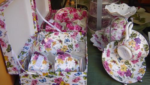 Kukka-astioita by Anna Amnell