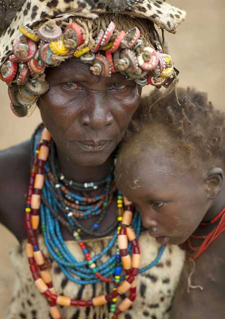 Dassanach mother and kid - Ethiopia