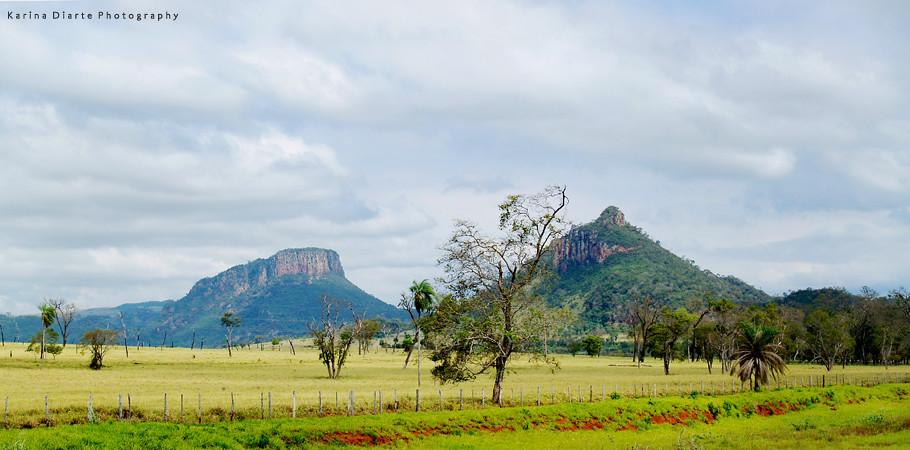 Cerro Guazú y al lado el Cerro Akuá, Amambay.