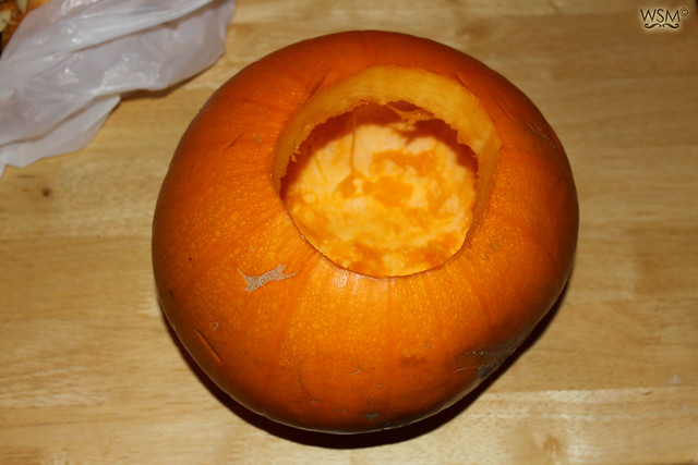 Curve the pumpkin with a spoon - Pumpkin making - Halloween 11