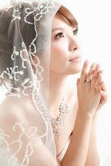 [フリー画像素材] 人物, 女性 - アジア, 行事・イベント, 結婚式, 祈る, ウエディングドレス, 台湾人 ID:201111240800