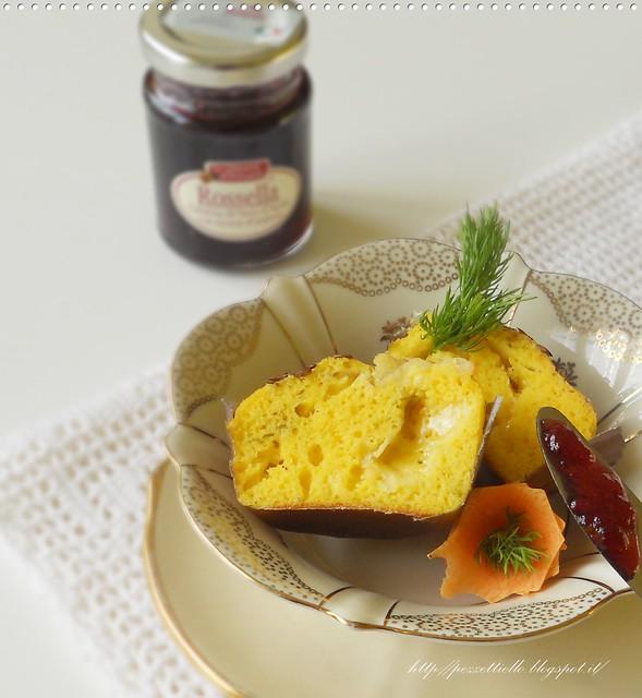 Mini tortine salate con formaggi e aneto