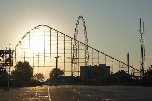 skyscraper sunrise amusementpark rollercoaster cedarpoint sandusky magnumxl200 ripcord cedarfair