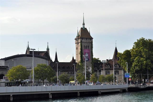 El museo nacional de Suiza tiene un edificio muy característico zurich - 6332184977 e04871e6e8 z - Dos paseos por la ciudad suiza de Zürich