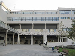 Puerta Facultad/ Fakultateko atea