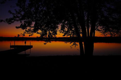 reflections landscapes iso200 illinois nikon midwest lakes silhouettes sunsets sunsetglow pinoy naturescapes chicagoist mchenrycounty d40 wetreflections petersonpark northernillinois handheldshot sooc aperturef56 perfectsunsetssunrisesandskys manualmodeexposure setholiver1 18105mmnikkorlens lakemccullom circularpolarizers 1125secondexposure