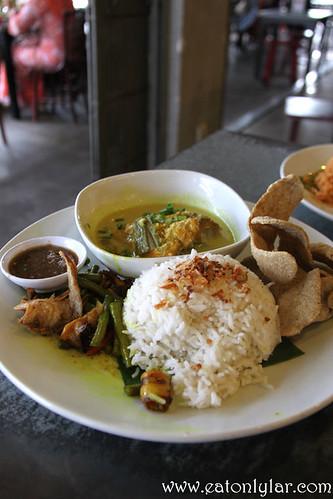 Nasi Putih Ayam Masak Lemak Cili Api, Chawan