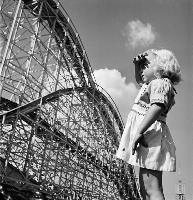 Stanley-Kubrick-fairground-girl