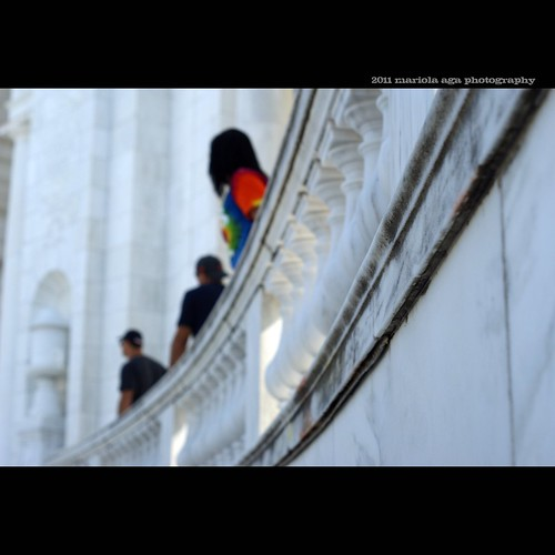 people blur building architecture square focus dof bokeh tourists marble visitors deepthoughts thegalaxy arlingtonmemorialamphitheater arlingtonnationalcementery simplysuperb