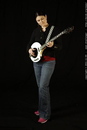 return of the nechville black & white electric banjo    MG 0501