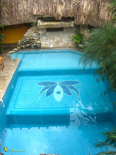 kid friendly pool eco lodge roatan honduras