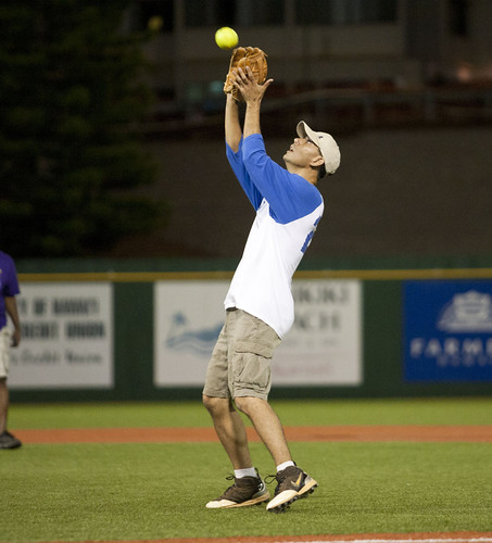 <p>A Kapi'olani Royals player fields a fly ball in the UH AUW Softball Tourment at Les Murakami Stadium on Sept. 30, 2011</p>