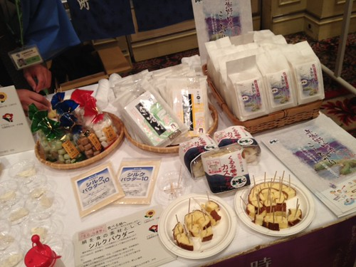 こちらはシルクの粉、ロールケーキ、お米を紹介@京都・丹後PRフェアin東京