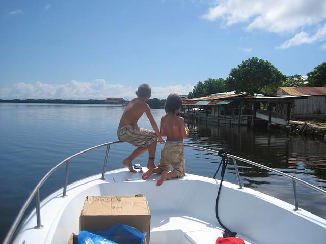 boat hopping on utila honduras