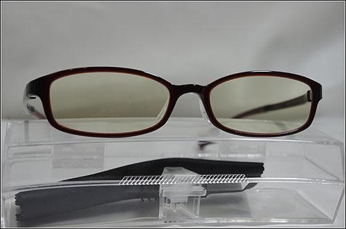 人生初、サングラスじゃないメガネ「JINS PC」を買いました!!