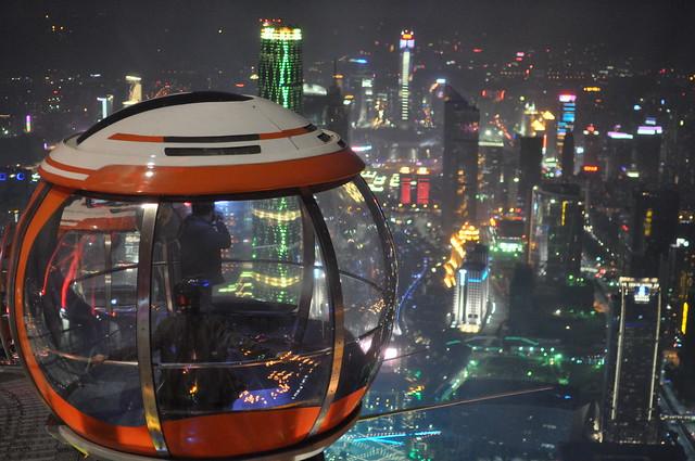 广州塔摩天轮下的广州城