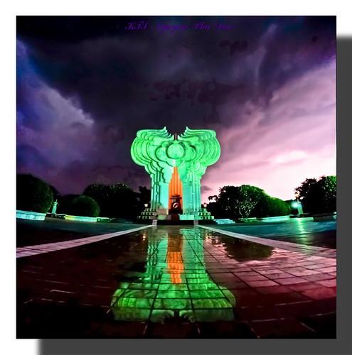 Một thời Máu-Lửa (Đài tưởng niệm Tuyên Quang) eeemj uong dai-009_resize by KTS Nguyen Phu Duc