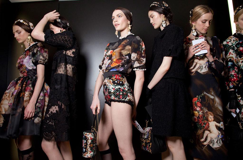 Dolce+Gabbana+Fall+2012+Backstage+SJyAwX5w4zgx