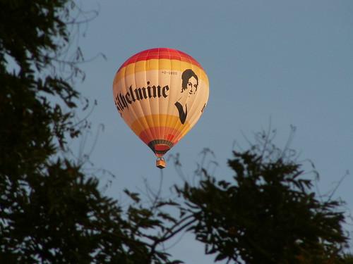 Der Mann im Ballon  schien außergewöhnlich ungeduldig zu sein und seine Art war merkwürdig amüsiert, er war nicht das, was ich als antreibend bezeichnen würde, meine große Verachtung nahm zu und er quoll merklich  014