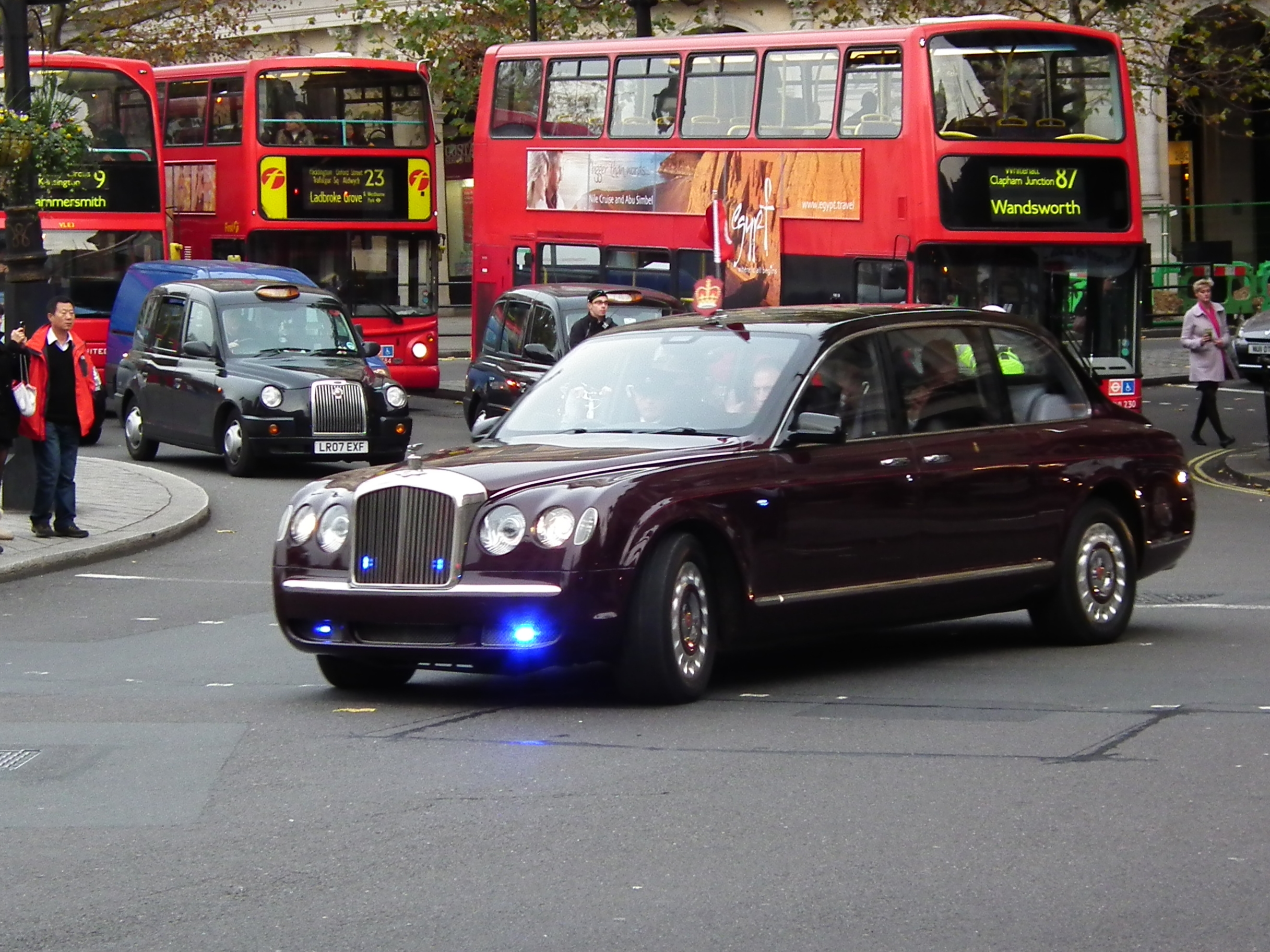 Fluidr / Bentley State Limousine by kenjonbro