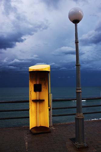 sea sky clouds lamppost crete telephonebooth rethymno κρήτη σύννεφα θάλασσα ρέθυμνο ουρανόσ φανοστάτησ τηλεφωνικόσθάλαμοσ