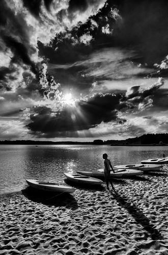 sunset shadow blackandwhite bw usa clouds boat barca tramonto nuvole child ombra northcarolina raleigh lakecrabtree cary biancoenero morrisville bambina massimostrazzeri ziomamo