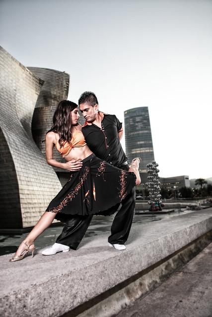 Un toque de Tango - Sesión de exteriores con Diego y Ainara en Bilbao 16/18