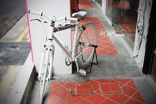 白色腳踏車 by moon_o