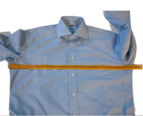Prendere le misure del torace per camicie su misura
