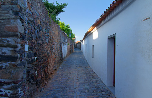 Monsaraz Alleys 1 by Paul 'Tuna' Turner