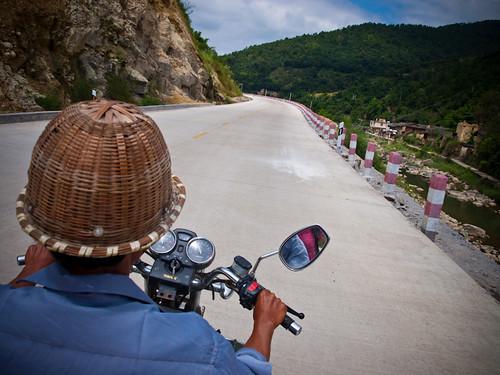 Visitando en moto los tulou de Fujian
