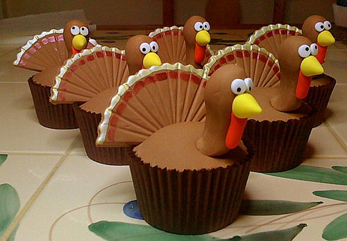 6270738461 32975367e8 American Thanksgiving Cupcakes – Pilgrims, Pumpkins and Poultry!