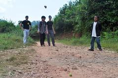 Jugant a petanca (amb una guava i unes pedres)