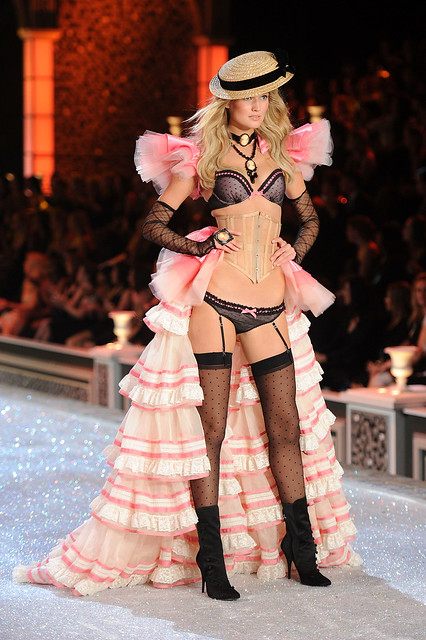 2011_11_Victorias-Secret-Fashion-Show