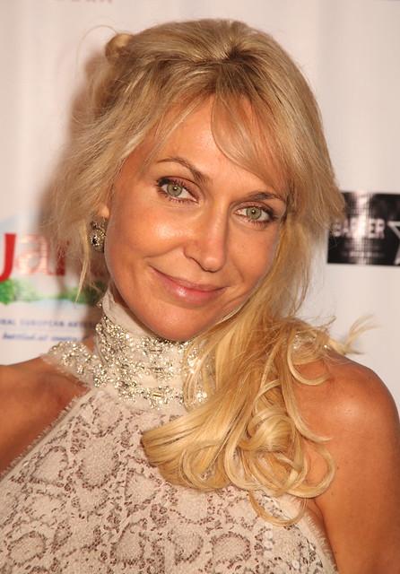 Susie Oliver, E7 AFM, Entertainment 7, Pageant VS Playmate