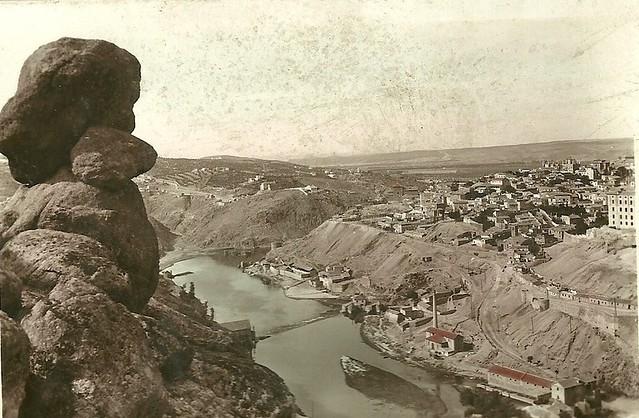 Piedra del Rey Moro y vista de Toledo hacia 1930