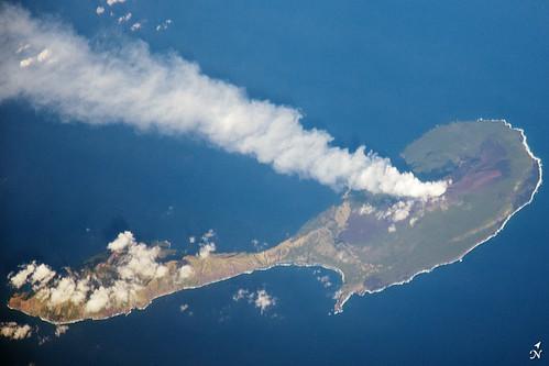 island volcano nasa eruption iss plume astronautphotograph