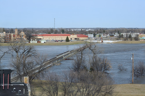 bridge water minnesota flood northdakota redriver bnsf grandforks railroadtrack eastgrandforks grandforkssubdivision