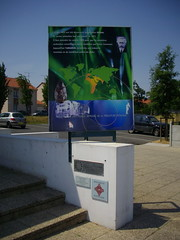 signage(0.0), kiosk(0.0), display device(0.0), banner(1.0), art(1.0), billboard(1.0), advertising(1.0),