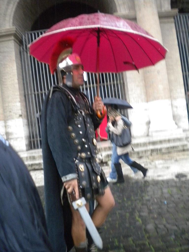 Un gladiador con paragüas