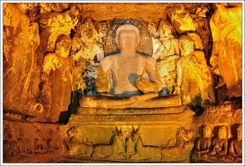 1石窟內佛像