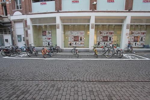 Fietsparkeervak in de Parijsstraat, foto 2